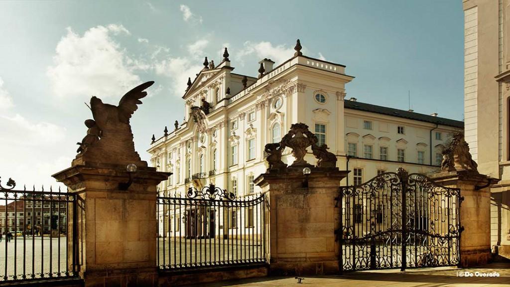Photography gallery iron gates surrounding beatutiful white building